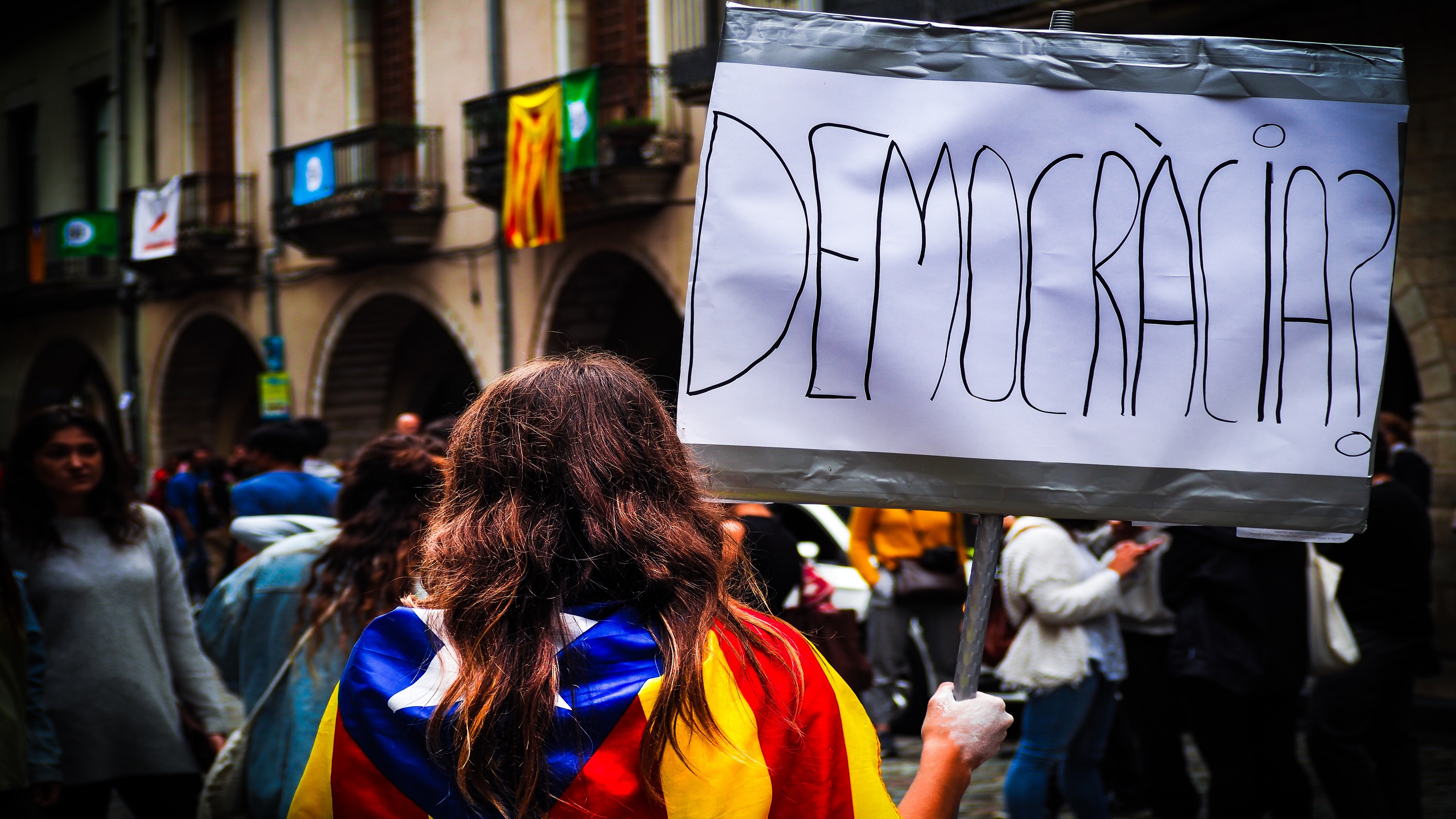 English: Controversial Police Behavior in Catalonia