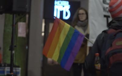 Demonstranter sa et rungende nei til homoterapi